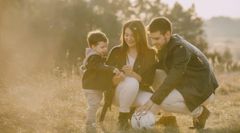 7 Umstände, auf die du aufmerksam sein und akzeptieren solltest, wenn du eine Person datest, die Kinder hat